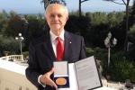 foto-dr-molina_medalla-presidencial-italia_oct-2013