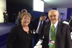Dr. Mario Molina con Michelle Bachelet, Presidenta de Chile
