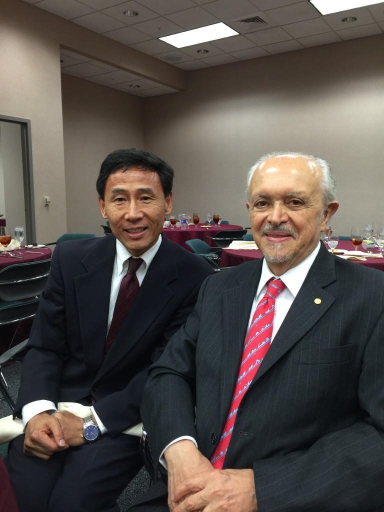 Con Dr. Renyi Zhang